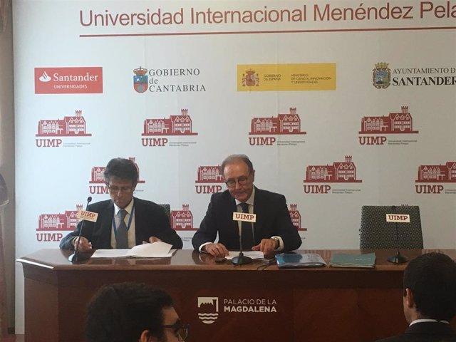 Presidente y director general de Farmaindustria, Martín Sellés y Umberto Arnés en la UIMP