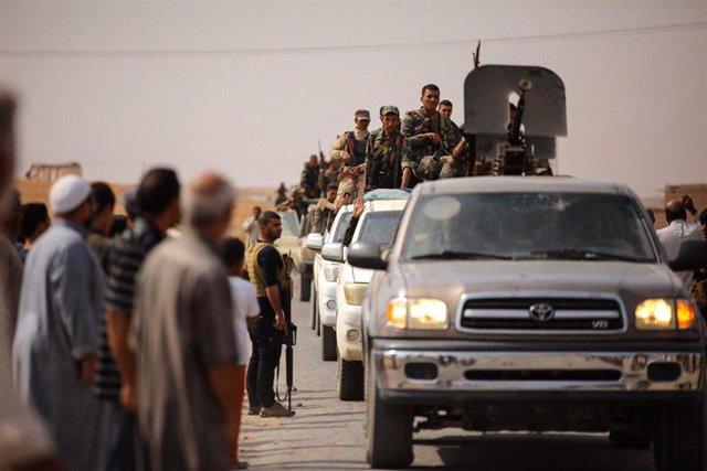Un convoy de fuerzas gubernamentales sirias llega al noreste