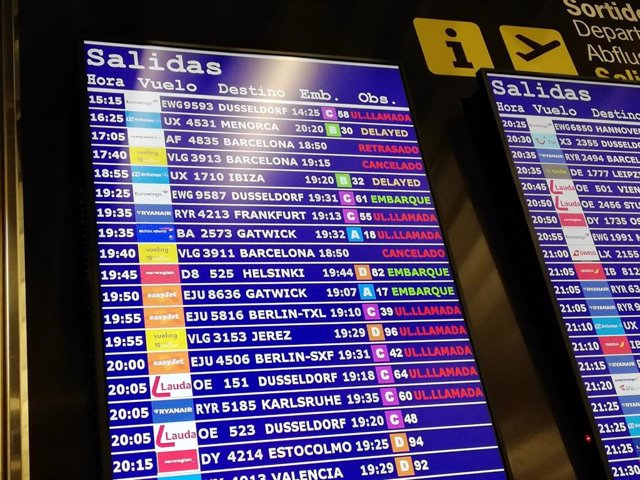 Vols cancellats i retards a l'Aeroport de Palma amb destinació a Barcelona