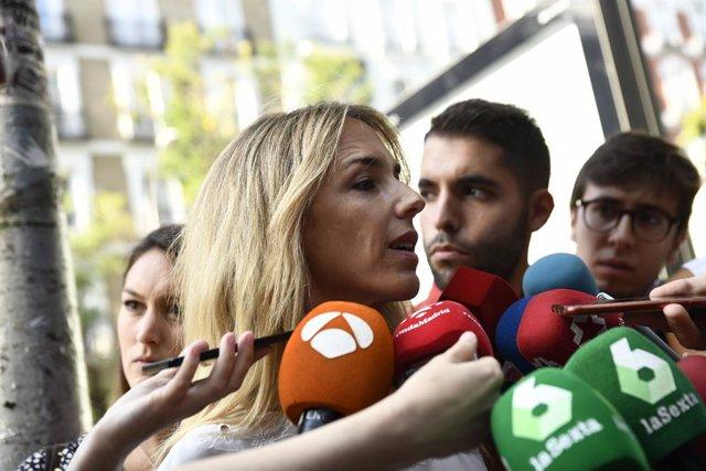 La portaveu del PP al Congrés dels Diputats, Cayetana Álvarez de Toledo, ofereix declaracions als mitjans de comunicació quan arriba al Comitè de Direcció del Partit Popular al carrer Génova, Madrid.