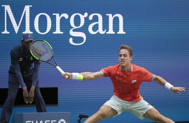 Tenis.- El tenista español Roberto Carballés supera su estreno en el torneo de M