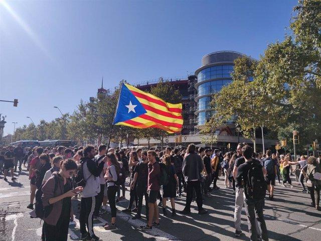 Manifestants a la plaa Espanya contra la sentncia de l'1-O
