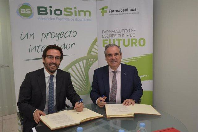 Izq a der: el presidente de Biosim, Joaquín Rodrigo; y el presidente del Consejo General de Colegios Oficiales de Farmacéuticos, Jesús Aguilar