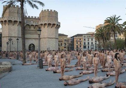 Intramurs presentará la fotografía de la acción de Spencer Tunick en València en su edición 'Muralla de llum'