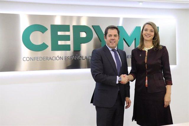 Gerardo Cuerva y Ángela de Miguel, en el momento de la firma del convenio.
