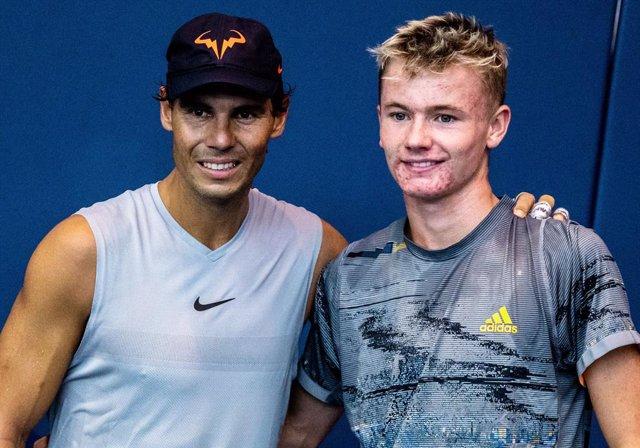 Tenis.- Rafa Nadal celebra el regreso a las pistas del británico Barney Fitzpatr
