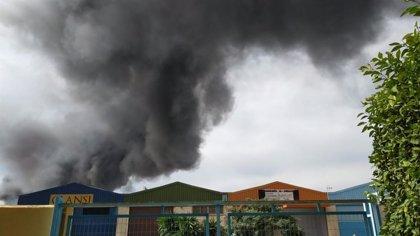 Estabilizado el incendio declarado en el polígono Guadalhorce de Málaga capital