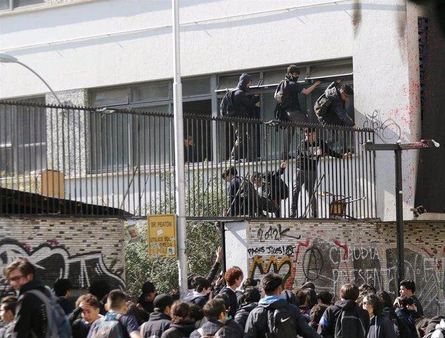 Disturbios en el Insitituto Nacional de Chile