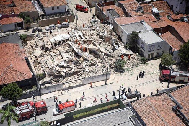 Derrumbe de un edificio de viviendas en Fortaleza (Brasil)