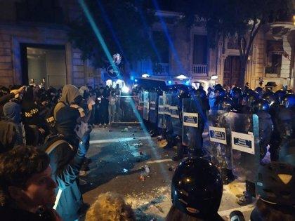 Mossos pide no acercarse a la zona de la Delegación por altercados de un grupo de violentos