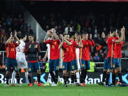 España certifica sin urgencias y esperando elevar su fútbol el billete a la Euro 2020