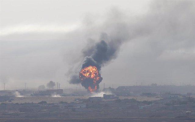 Explosión en la localidad siria de Ras al Ain vista desde territorio turco