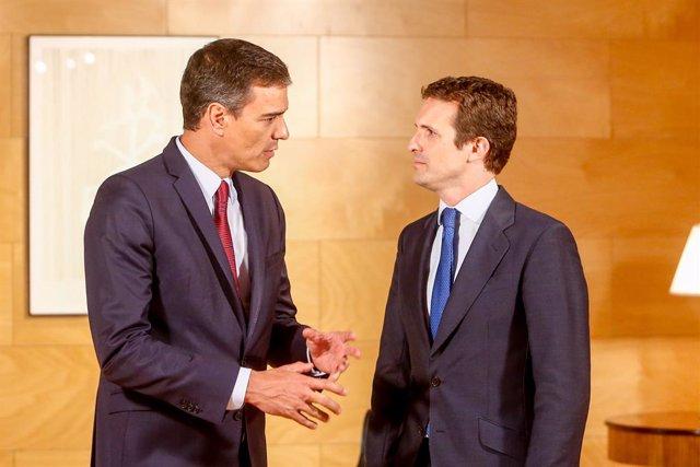 El president del Govern central en funcions, Pedro Sánchez, i el president del PP, Pablo Casado, es reuneixen de cara a la investidura al Congrés.