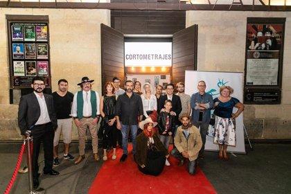 El público se vuelca con la primera sesión del ciclo 'Almería tierra de cortometrajes' de Fical