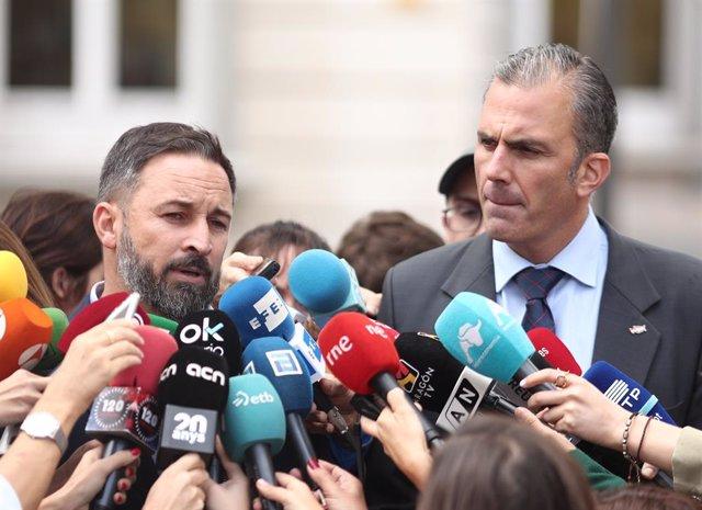 (E-D) El president de VOX, Santiago Abascal i el secretari general de Vox, Javier Ortega Smith, en roda de premsa després de conèixer-se la sentència del Tribunal Suprem sobre el judici del procés, Madrid (Espanya), 14 d'octubre del 2019.