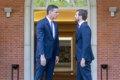 Sánchez y Casado se reúnen en Moncloa para analizar la situación en Cataluña
