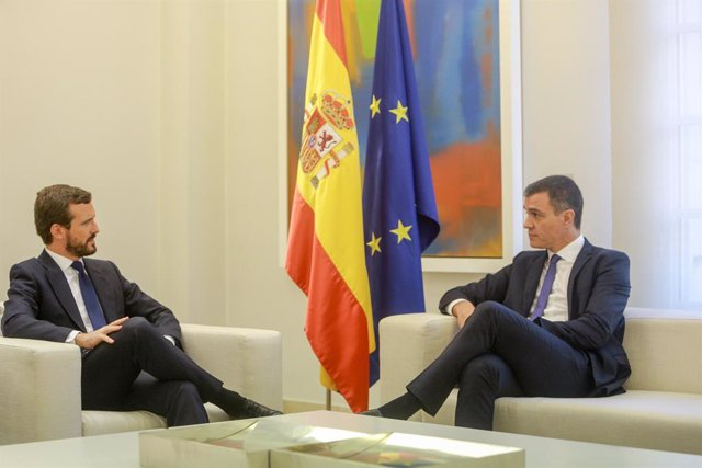(E-D) El president del PP, Pablo Casado i el president del Govern central en funcions, Pedro Sánchez, durant la reunió a La Moncloa per a analitzar la situació a Catalunya després de la sentència del judici del procés, Madrid (Espanya), 16 d'octubre