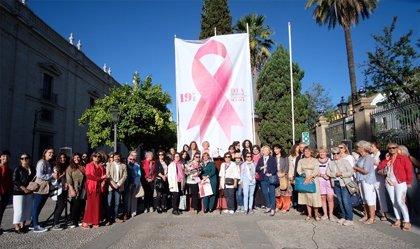 Un centenar de personas participan en el primer encuentro de pacientes de cáncer de mama en la Universidad de Sevilla