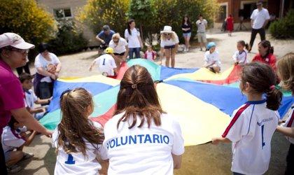 Aumenta el voluntariado entre universitarios y las mujeres lideran este movimiento, según Fundación Mutua Madrileña