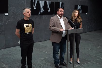 El Parlamento de Navarra acoge la exposición 'Cuando el tiempo se para' de Óscar Villoslada