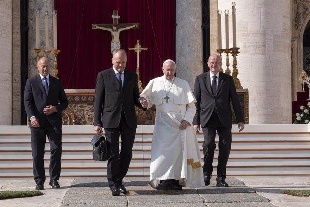 """El Papa: """"No podemos olvidar que lo que acumulamos y desperdiciamos es el pan de"""