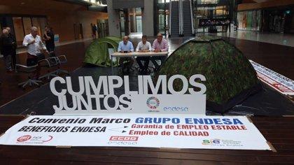 """Líderes sindicales se encierran en la sede de Endesa para denunciar """"chantaje"""" y """"precariedad laboral"""""""