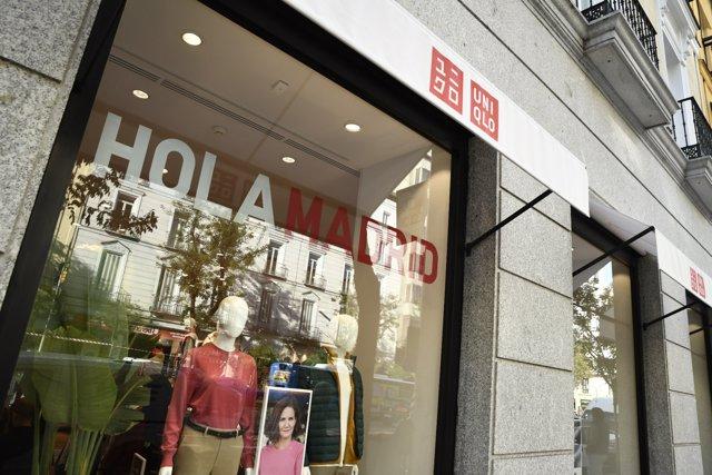 Escaparate del comercio `Uniqlo´. La cadena japonesa de tiendas de ropa y complementos abre su primera tienda en Madrid, en la calle Goya, en Madrid, a 16 de octubre de 2019.