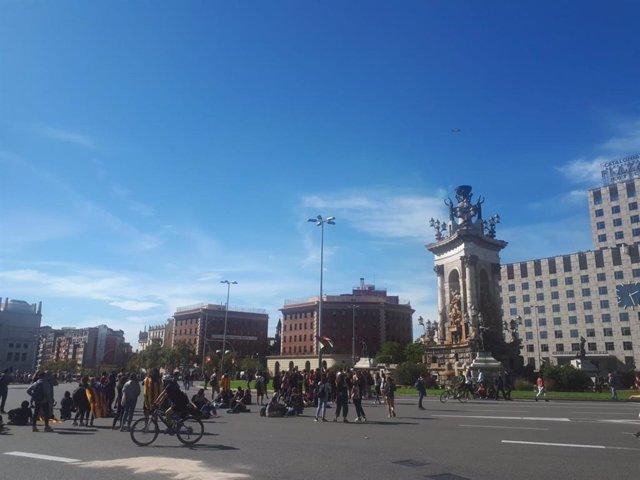 Uns 200 estudiants es concentren a la plaça Espanya de Barcelona