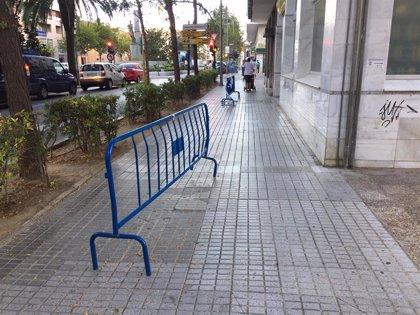 El PSOE de Badajoz asegura que la falta de cemento ha impedido la reparación de baldosas durante dos semanas