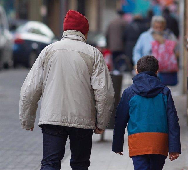 Invierno, invernal, frío, temperaturas bajas, abrigo, abrigarse, familia, familias, hijo, padre, padres