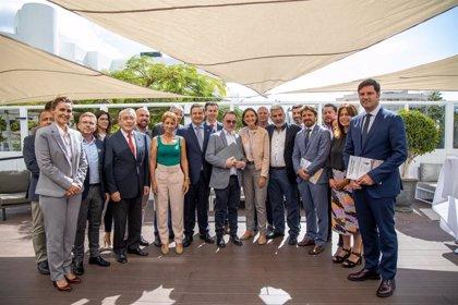 """Los municipios turísticos piden al Estado que atienda la """"idiosincracia"""" de Canarias en el plan de choque de Thomas Cook"""