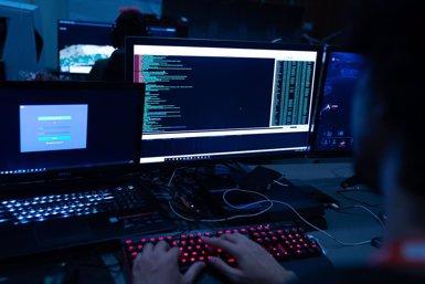 Les companyies espanyoles van rebre de mitjana 66 ciberatacs el 2018 amb un cost total de 7,3 milions (FUNDACIÓN EUSKALTEL KONEZTA - Archivo)