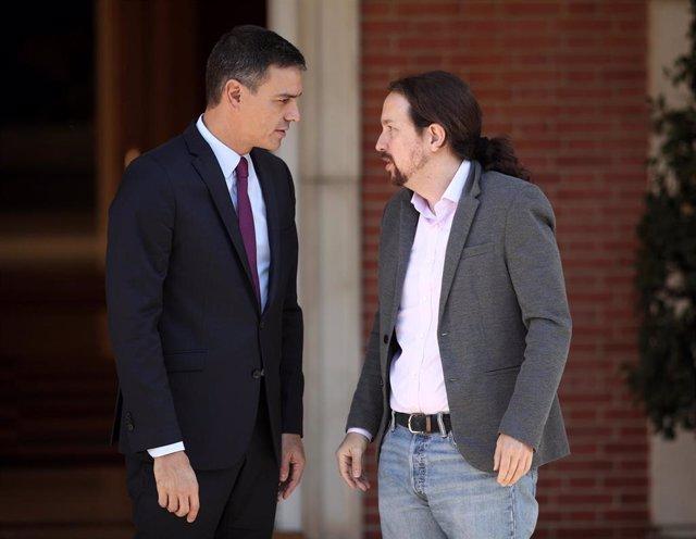El presidente del Gobierno en funciones, Pedro Sánchez, se reúne con el secretario general de Podemos, Pablo Iglesias, en La Moncloa