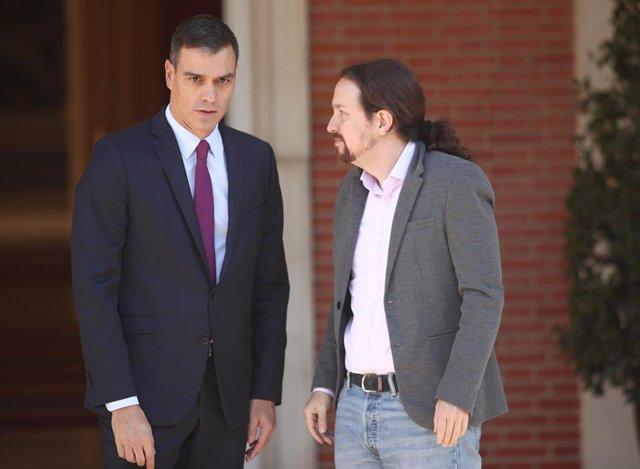 El president del Govern en funcions, Pedro Sánchez i el secretari general de Podem, Pablo Iglesias, moments abans de la seva reunió a La Moncloa, per a analitzar la situació a Catalunya després de la sentncia del judici del procés, a Madrid