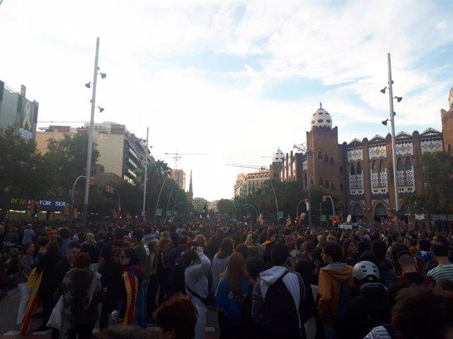 Milers de persones convocades pels CDR es concentren en Gran Via de Barcelona en protesta per la sentència de el 1-O