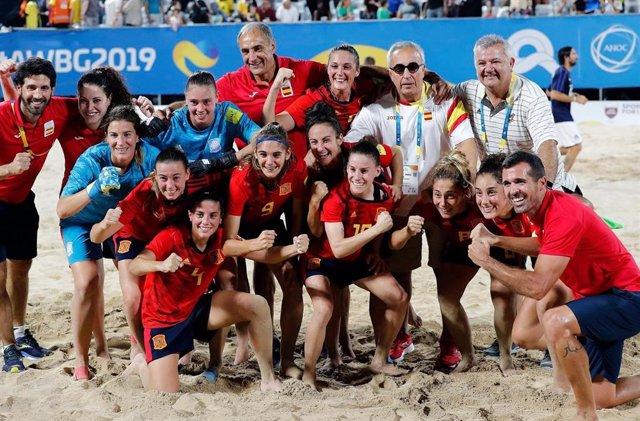 La selección femenina de fútbol, en los Juegos Mundiales de Playa.