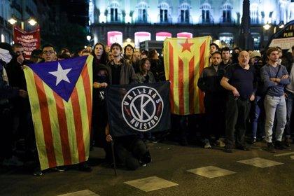 Medio millar de personas se concentra en Sol de Madrid en solidaridad con los presos del 'procés'