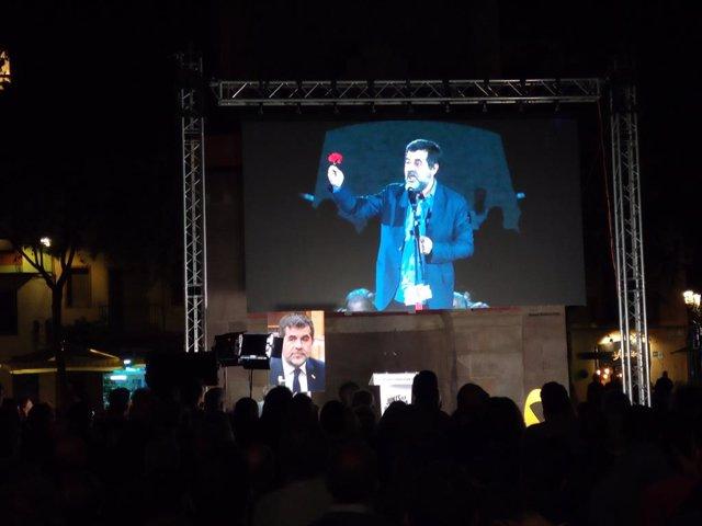 JxCat projecta una foto de Jordi Sànchez en l'acte pel segon aniversari del seu empresonament