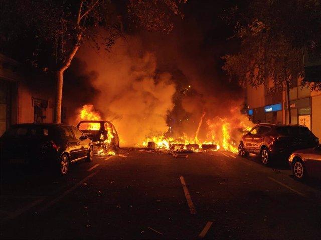 Els CDR incendien cotxes a Barcelona en protesta per la sentència de el 1-O