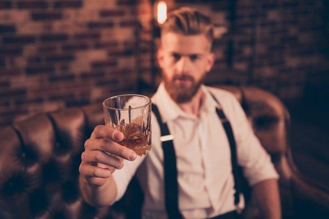 Hombre bebedor, alcohol.
