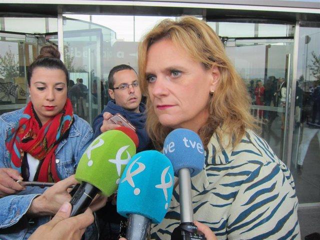 García Seco atiende a los medios de comunicación.