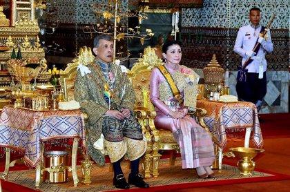 Opositores de Tailandia critican al Gobierno por transferir al rey dos regimientos del Ejército