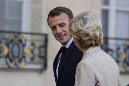 """Macron se declara """"satisfecho"""" por el acuerdo del Brexit pero pide prudencia"""
