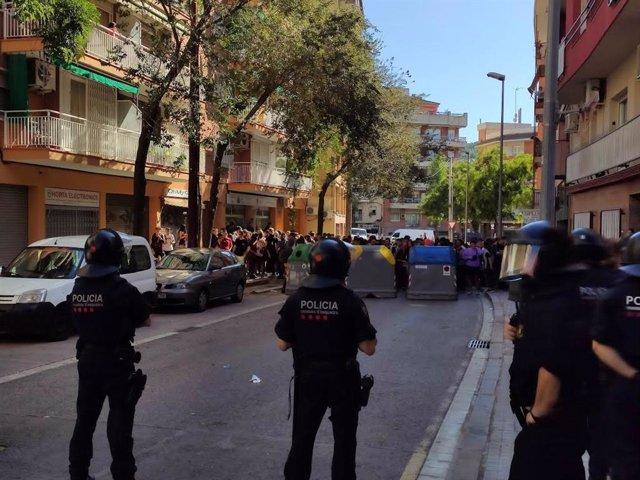 Mossos en la protesta contra Albert Rivera.