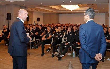 """Rubiales recuerda a los árbitros que la RFEF está con ellos """"a muerte"""""""