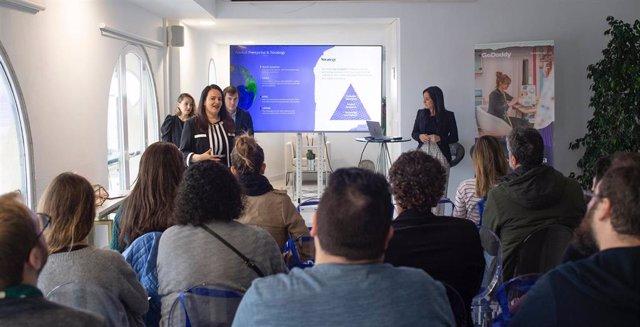 Prsentación del informe ¿Tu negocio tiene web? Oportunidades y retos que plantea el entorno digital a los autónomos y pequeñas empresas de España en 2019', de GoDaddy