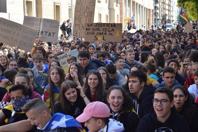 Estudiantes de Lleida en la manifestación de este jueves.