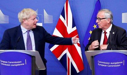"""Juncker ofrece a Johnson iniciar """"inmediatamente"""" la negociación sobre la relación futura si se confirma el acuerdo"""