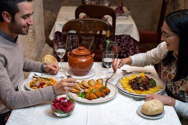 Turismo.- El festival Magusto de Carbajo y La Caracolá de Alcántara, ofertas de