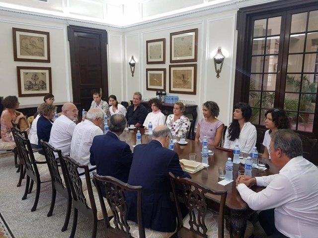 El ministro de Asuntos Exteriores, UE y Cooperación en funciones, Josep Borrell, reunido con miembros de la sociedad civil cubana en La Habana